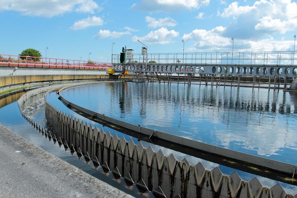 Ako dodržiavajú vodnú legislatívu v Česku? Zákon porušuje najmä jedna skupina subjektov