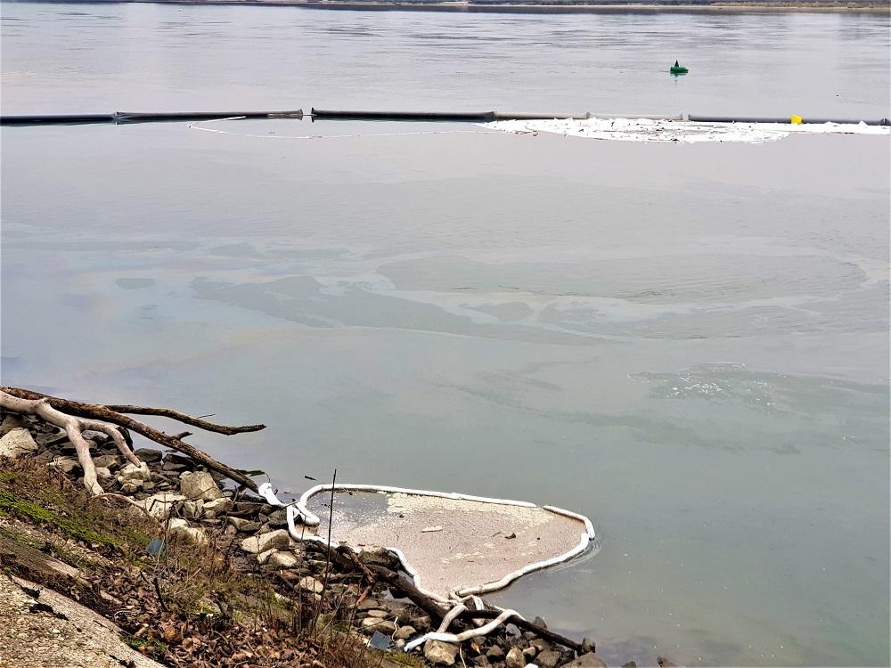 SIŽP rieši ekologickú haváriu potopeného remorkéra na Dunaji