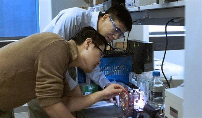 Vedci využívajú slnečné svetlo na získavanie vodíka z odpadovej vody, priemysel tak môže profitovať