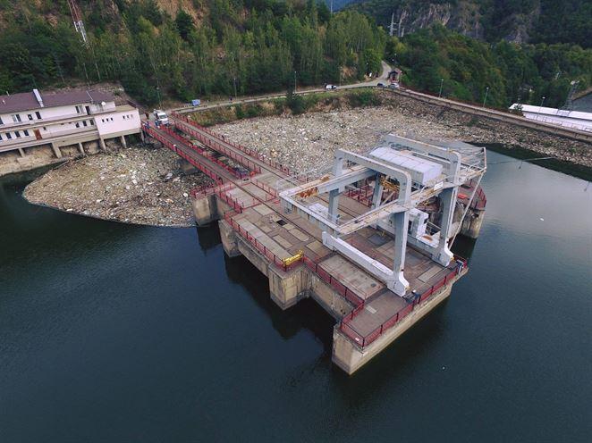Znečistenie vodných tokov a nádrží plastami stojí ročne státisíce eur