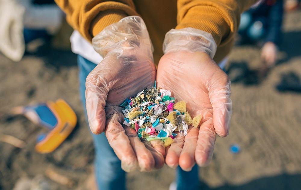 Efektívne odstraňovanie mikroplastov z vody umožní bakteriálny biofilm