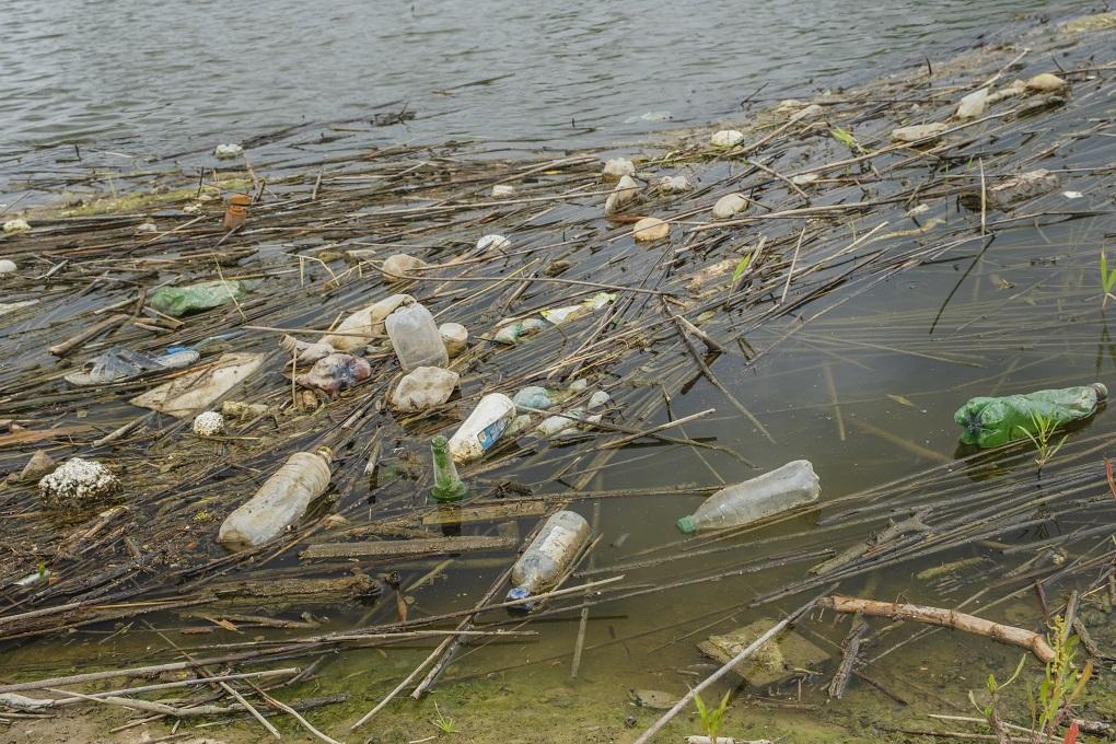 V Dunaji nájdete stavebný odpad aj penové plasty