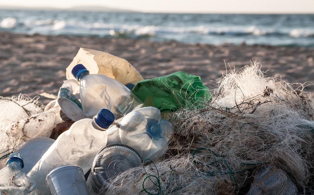 Europoslanci urgujú Úniu. Chcú menej odpadu v moriach