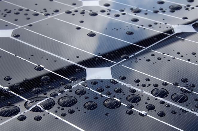 Pitná voda a elektrina – vylepšené solárne panely dokážu vyrobiť dostatok oboch