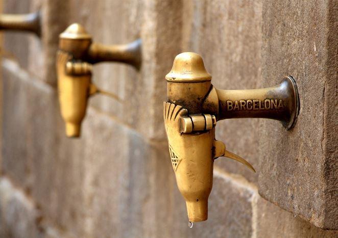 Čo spôsobuje hrdzavé zafarbenie pitnej vody