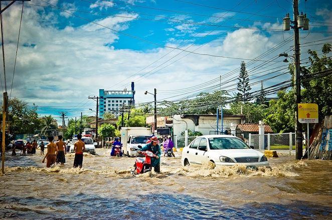 V Jakarte sa snažia vyhnúť ničivým povodniam nezvyčajným spôsobom