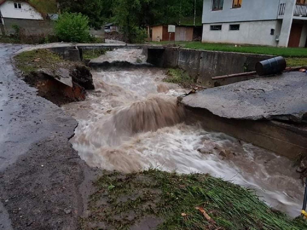 Poslanca Kazdu zaujíma, či ministerstvo prešetrí príčiny tragickej povodne