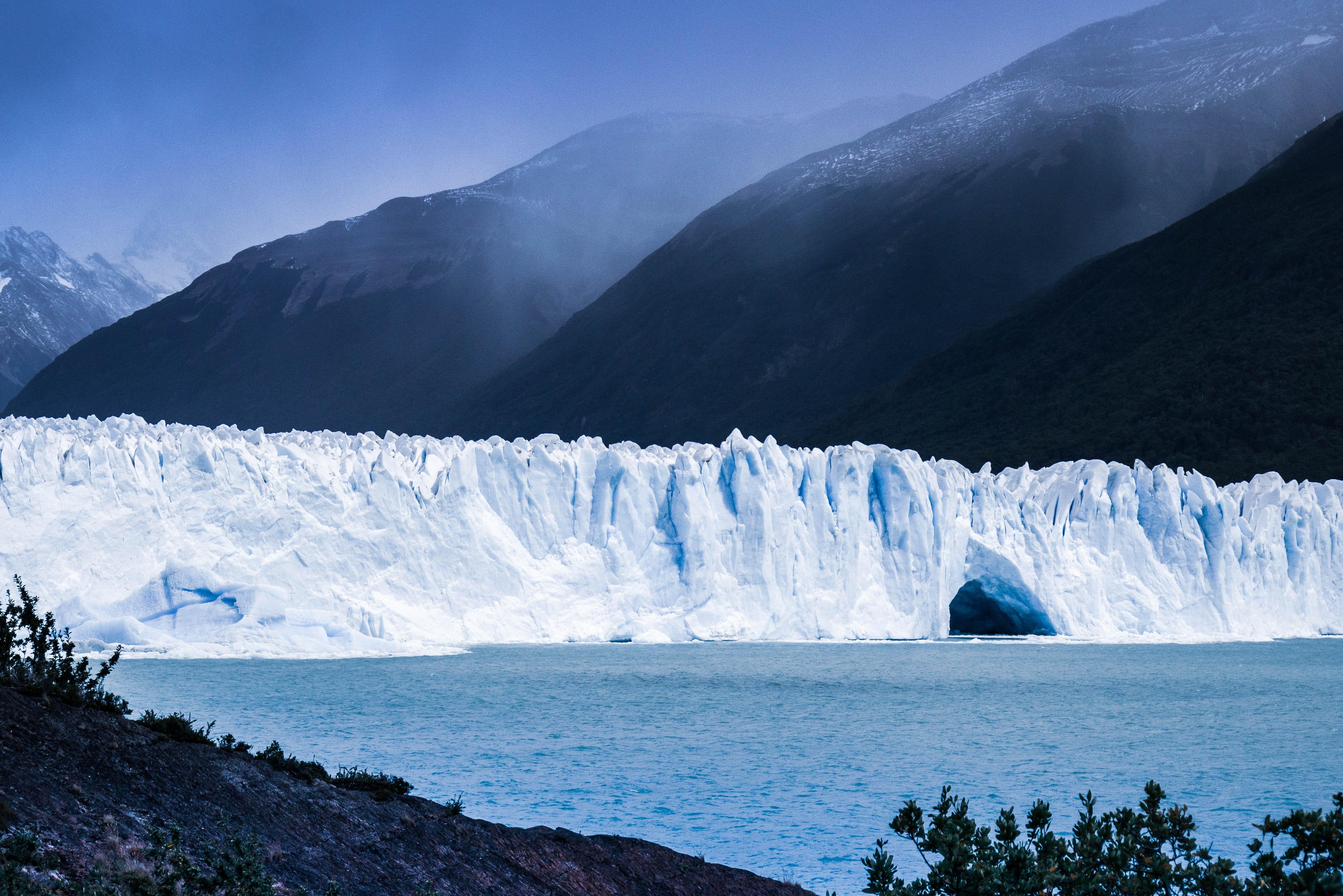 Topenie ľadovcov v Grónsku urýchľujú baktérie v sedimente, naznačuje výskum