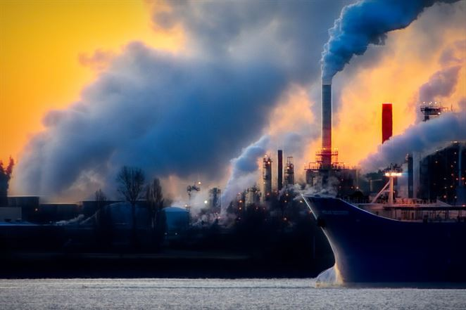 Znečistenie vôd priemyslom v Európe klesá, výzvou sú však nepriame emisie