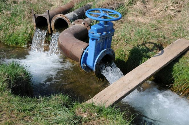 Parlament schválil novelu vodného zákona