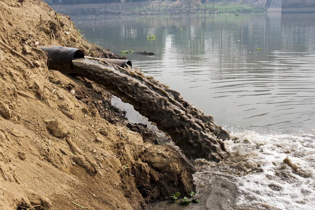 Audítori: Znečisťovatelia nenesú v plnej miere náklady za znečistenie vody